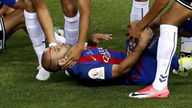 Mascherano se pierde el debut de Sampaoli y estará un mes y medio afuera por lesión
