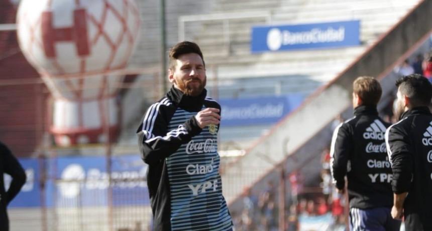 Miles de niños disfrutaron de Messi y el seleccionado argentino en Huracán
