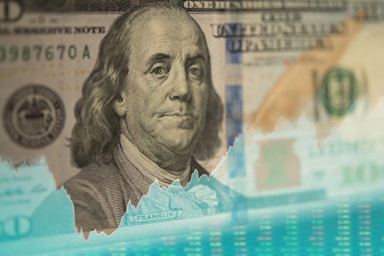 Dólar hoy. Volvió a subir en un día negativo en los mercados financieros: a cuánto llegó en cada banco