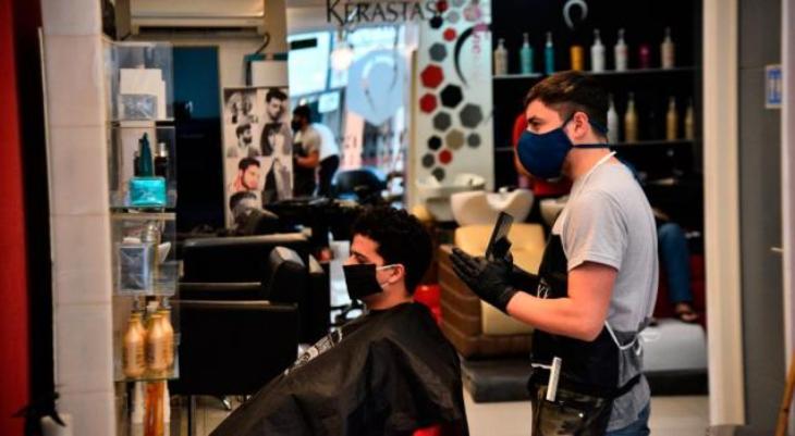 Las peluquerías comenzaron a trabajar con turnos previos en Santa Fe