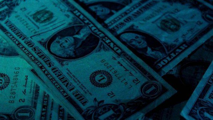 El dólar blue saltó casi 5 por ciento y llegó a los 133 pesos