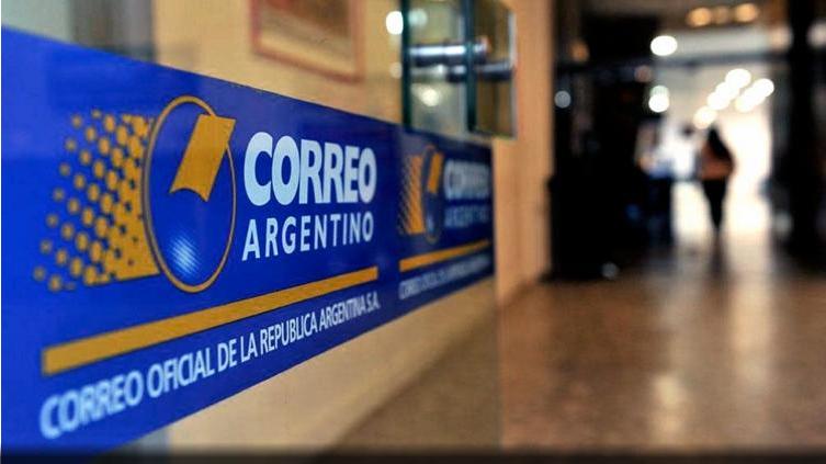 Personal del Correo Argentino en estado de asamblea