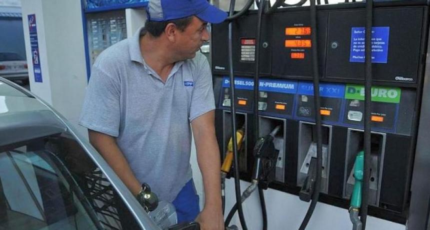 Advierten sobre posible descuento en los salarios de los empleados de estaciones de servicio