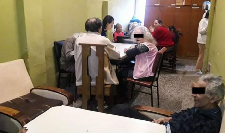 VIDEOS | Descubren un geriátrico clandestino: ataban a los abuelos y les daban remedios vencidos