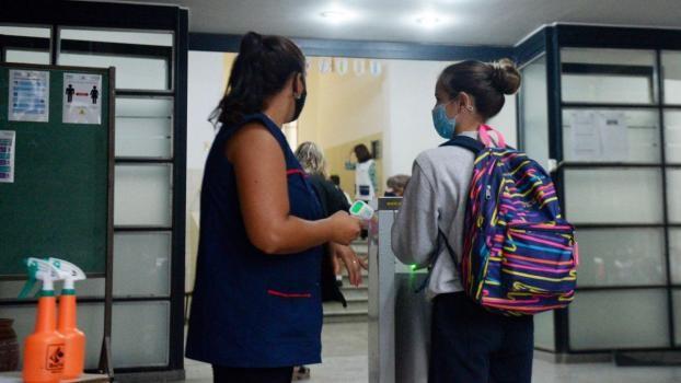 Cantero aseguró que están trabajando para mantener la presencialidad: la clave, cuidar lo que pasa fuera de la escuela