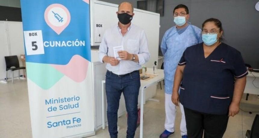El gobernador Perotti se vacunó contra el coronavirus Covid-19 en Santa Fe