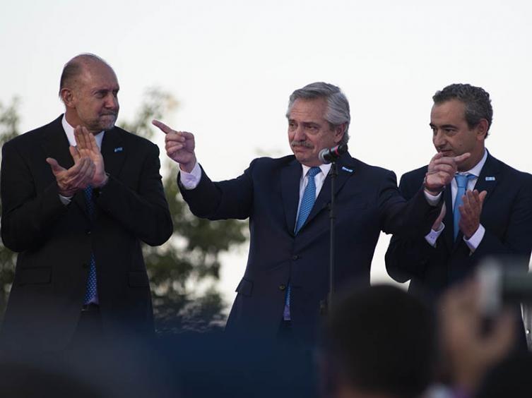 Javkin confirmó que Fernández participará virtualmente del Día de la Bandera