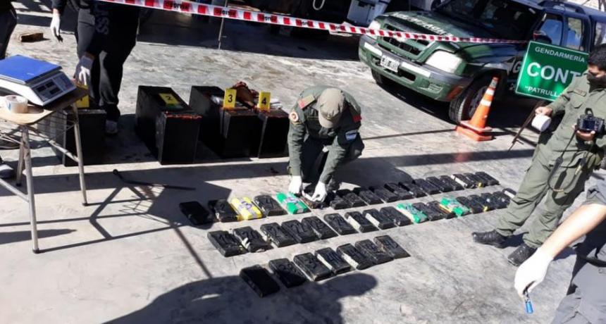 Interceptan en Chaco un camión que llevaba cocaína en el tanque de combustible