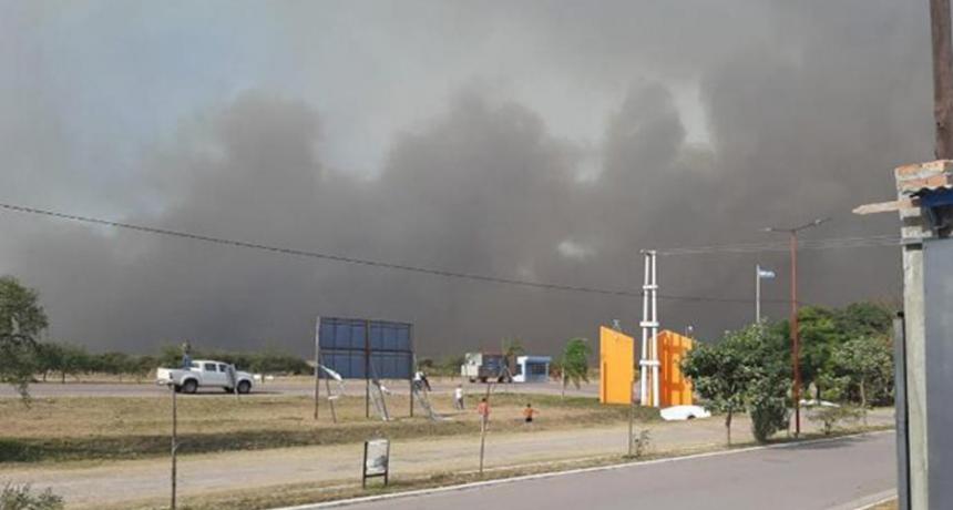 Incendios en Roversi son contenidos por el pueblo y bomberos de Quimilí