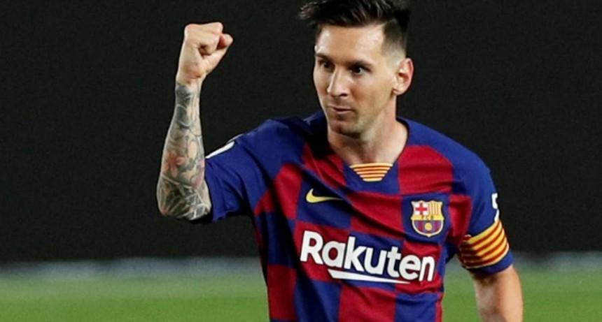 """Con una sutileza, Lionel Messi gritó su gol N° 700 y se unió al selecto """"grupo de los 7″: su lugar en la línea de tiempo de las leyendas del fútbol"""