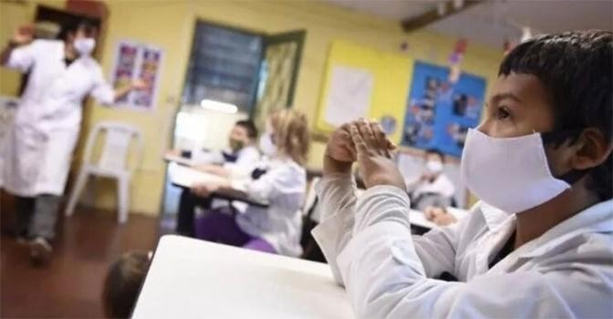 Las clases presenciales volverán en cien localidades de la provincia