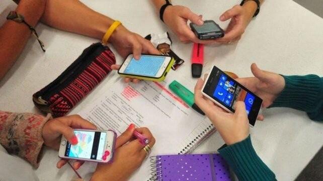 La provincia entregará celulares a unos 4.000 alumnos del primer año en las zonas rurales