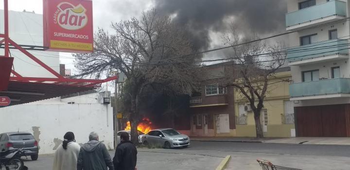Se incendió un auto en el centro de la ciudad de Santa Fe