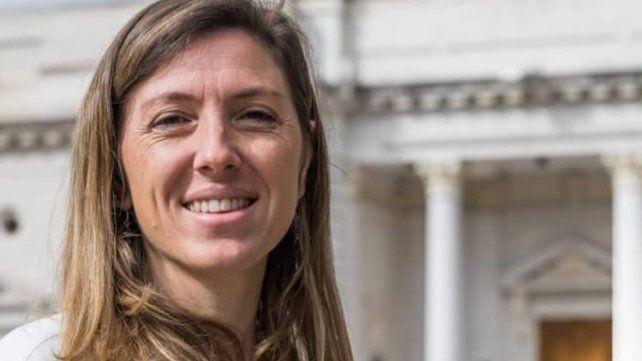 Piden sanciones para una diputada que participó de una sesión mientras manejaba