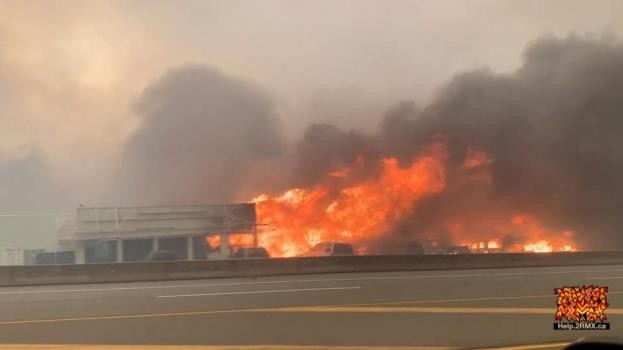Un pueblo entero de Canadá fue arrasado por las llamas