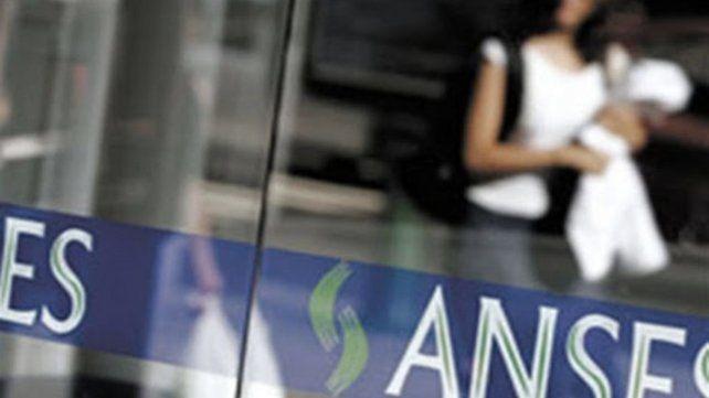 Desde este jueves 880 mil beneficiarios de la AUH cobrarán un plus de más de 7 mil pesos