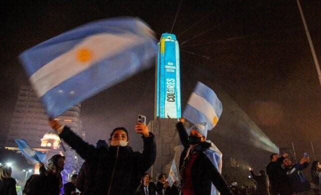 Rosario celebró con orgullo y armó una tremenda fiesta en el Monumento