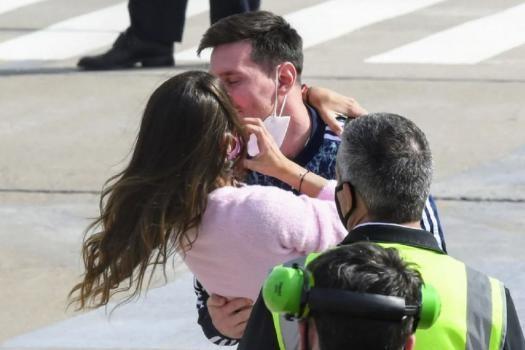 Messi llegó a Rosario: el emotivo encuentro con su esposa Antonella