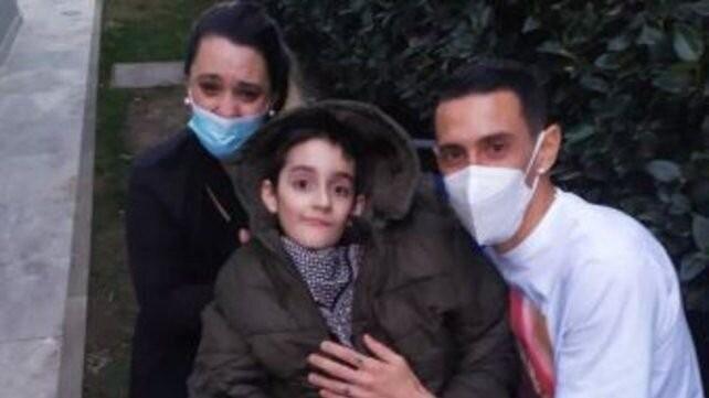 Di María tuvo un enorme gesto solidario con un niño que padece una enfermedad motriz
