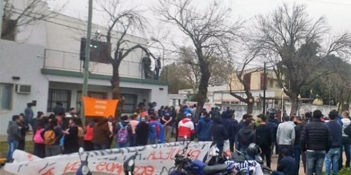 Trabajadores de Algodonera Avellaneda reclamaron por salarios adeudados