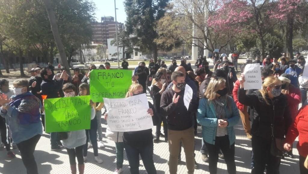 Imponente marcha pidió la liberación del policía remisero que mató a dos ladrones