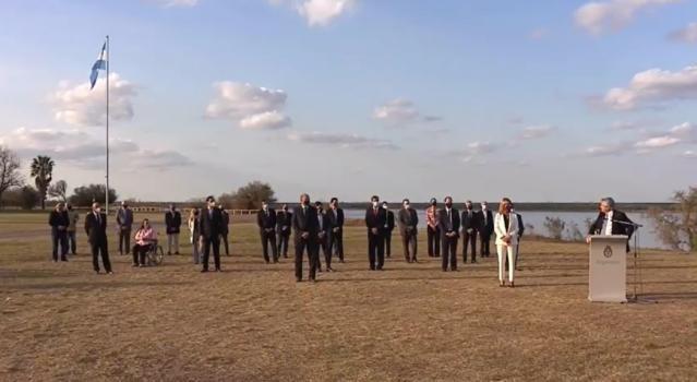 El Presidente junto a Perotti y seis gobernadores acordaron la puesta en marcha de la Hidrovía Paraná-Paraguay