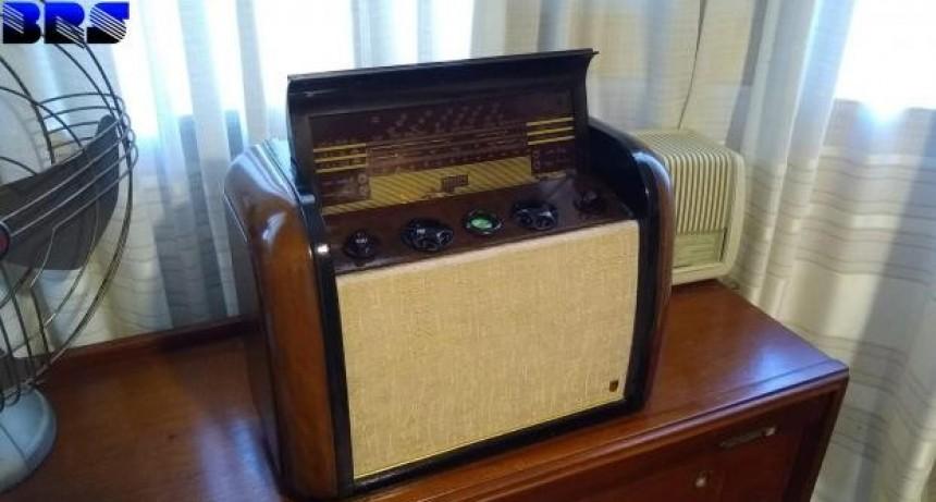 El tesoro de un coleccionista: un santafesino tiene más de 120 radios de todos los tiempos en perfecto estado