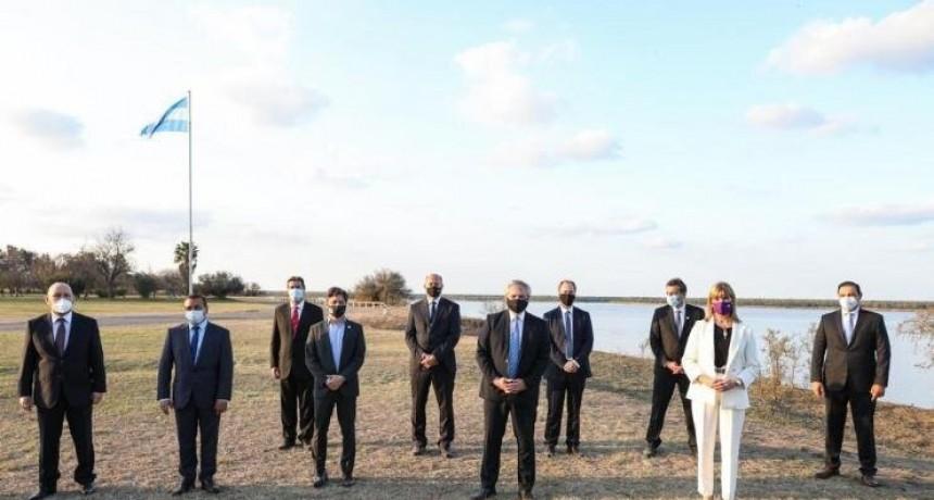 Fernández encabezó la firma del Acuerdo Federal de la Hidrovía Paraguay-Paraná