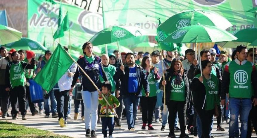 ATE y la CTA Autónoma paran y marchan en todo el país