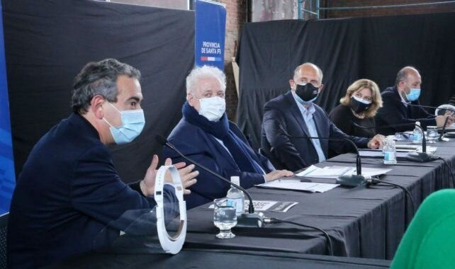 Ginés anunció la entrega de equipamiento para terapia intensiva en Santa Fe