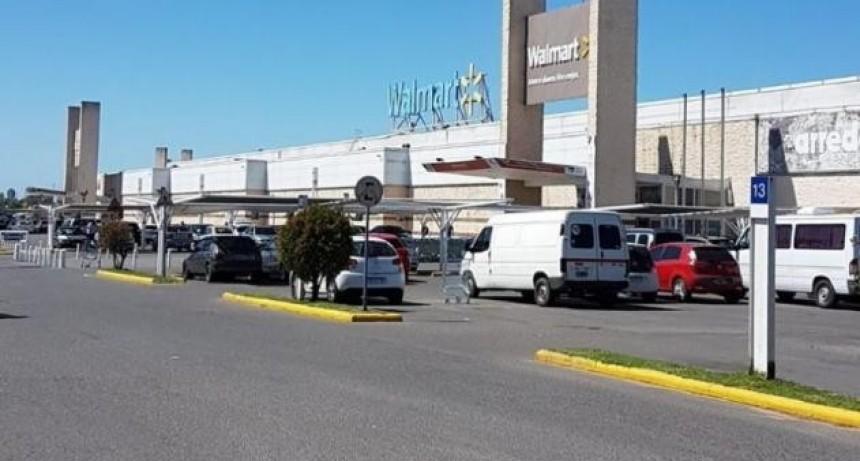 Tras confirmar un caso de coronavirus, Walmart Santa Fe opera con normalidad