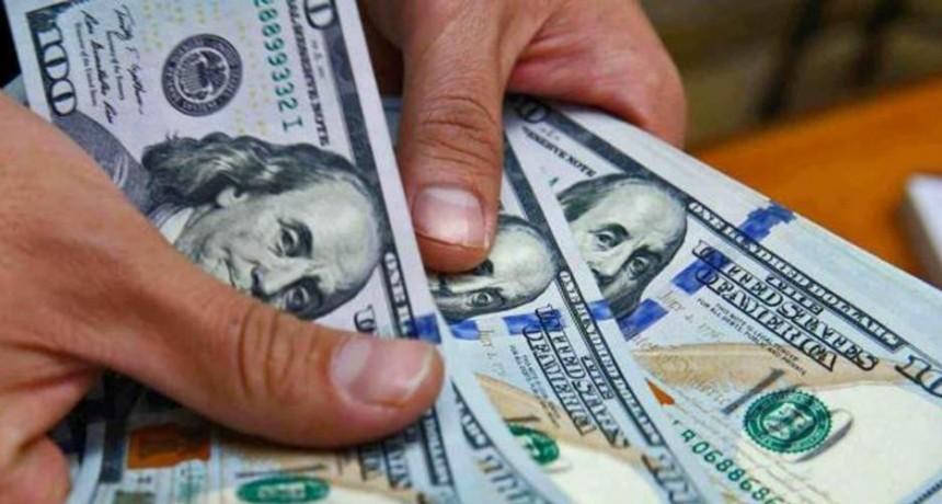 El Banco Central publicó un listado con las personas a las que les suspendieron la compra de 200 dólares mensuales