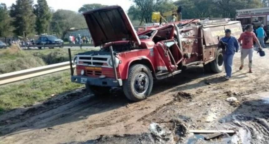 Vuelco fatal en Laguna Paiva: una autobomba cayó sobre un bombero durante un operativo