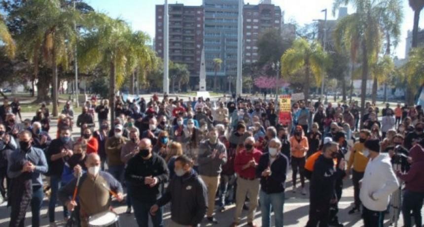 En la ciudad de Santa Fe la nueva cuarentena arrancó con protestas frente a la Casa Gris