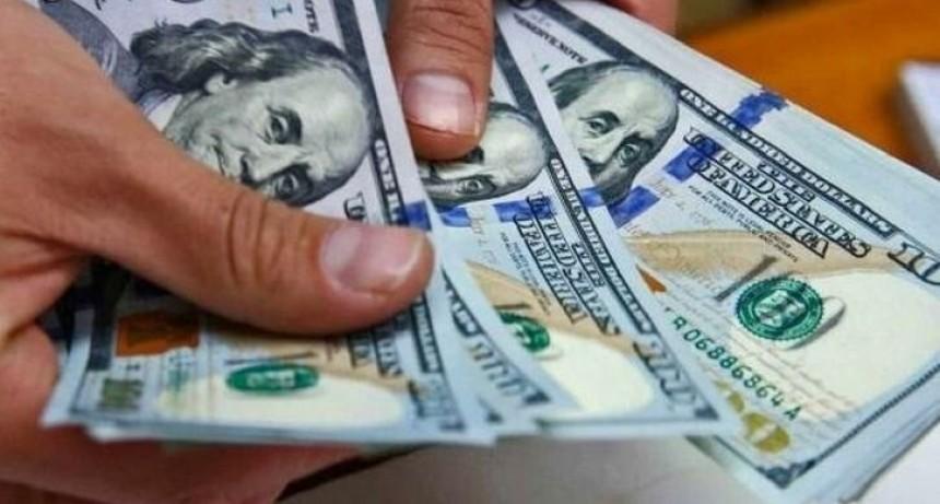 El dólar blue subió a 145 pesos y alcanzó un nuevo récord
