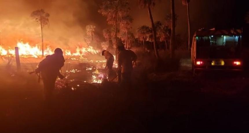 Intenso trabajo de bomberos de Vera en un incendio de 1500 hectáreas en el norte provincial