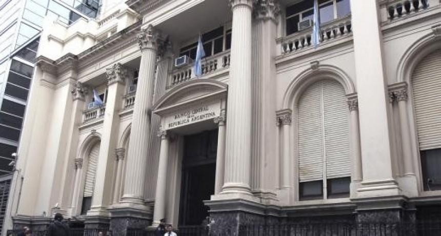 El Banco Central aseguró que no hay impedimento para que los bancos vendan dólares