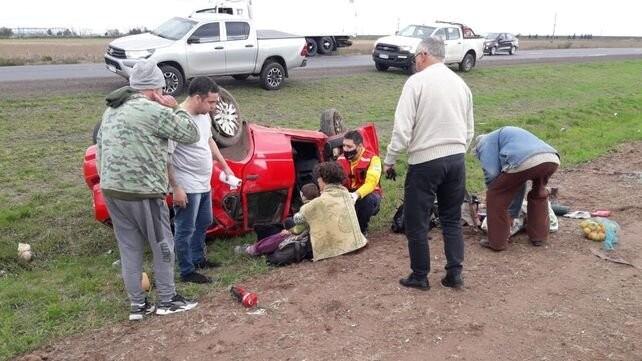 El viento los arrastró y les hizo volcar con el auto
