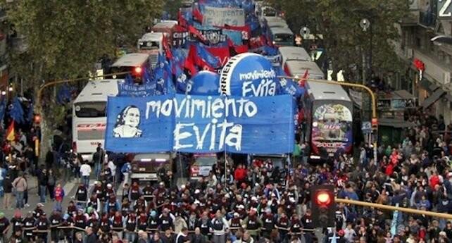 Marcha del Movimiento Evita y Barrios de Pie en apoyo al presidente Alberto Fernández