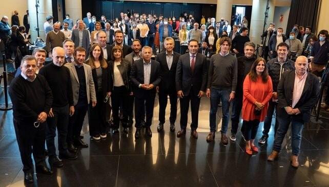 Candidatos santafesinos en la foto de unidad de Juntos por el Cambio