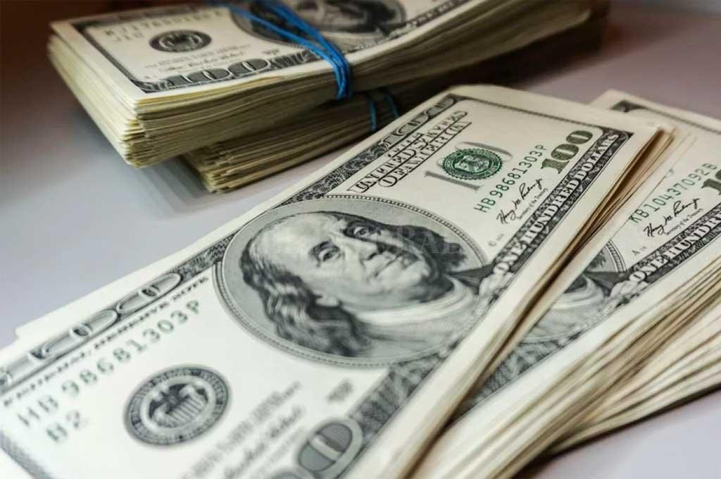 Dolar hoy: en nuevo supermartes, profundizó su baja y perforó los $37 en algunos bancos