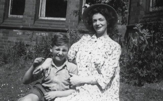 John Lennon: un genio marcado a fuego por las heridas de la infancia