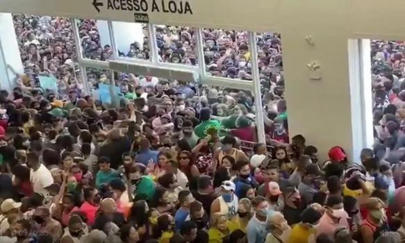 Escándalo en Brasil por una impresionante avalancha de gente en un shopping