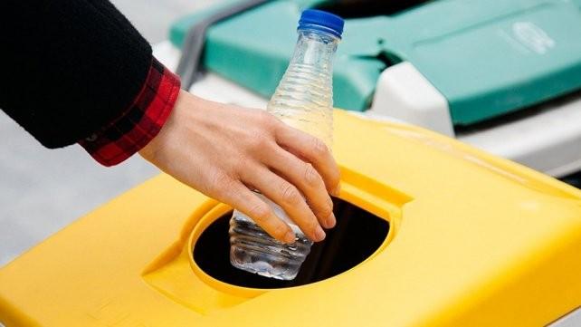 Un emprendimiento para darle al plástico un destino limpio
