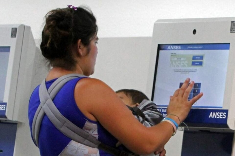 Daniel Arroyo confirmó que la AUH se ampliará a un millón más de beneficiarios