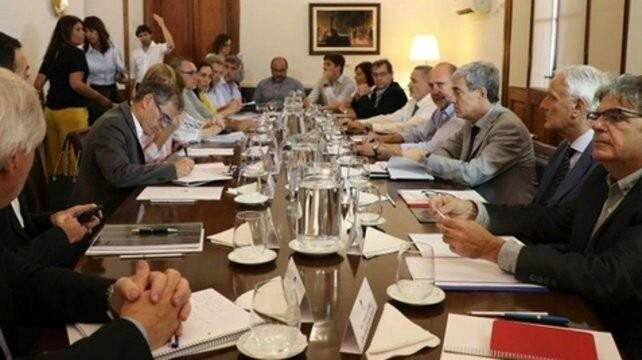 Perotti puso a parir a todo el gabinete hasta diciembre