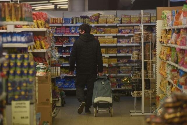 El gobierno propone mantener precios de artículos de consumo masivo hasta el 7 de enero