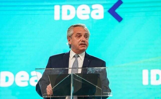 Alberto Fernández dijo que cambiar planes por empleos es combatir