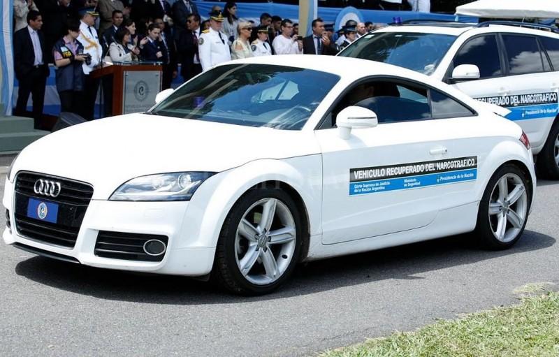 Los autos de lujo de los narcos que ahora son usados por la policía