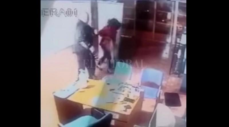 Funcionario de Anses golpeó a una empleada y quedó filmado